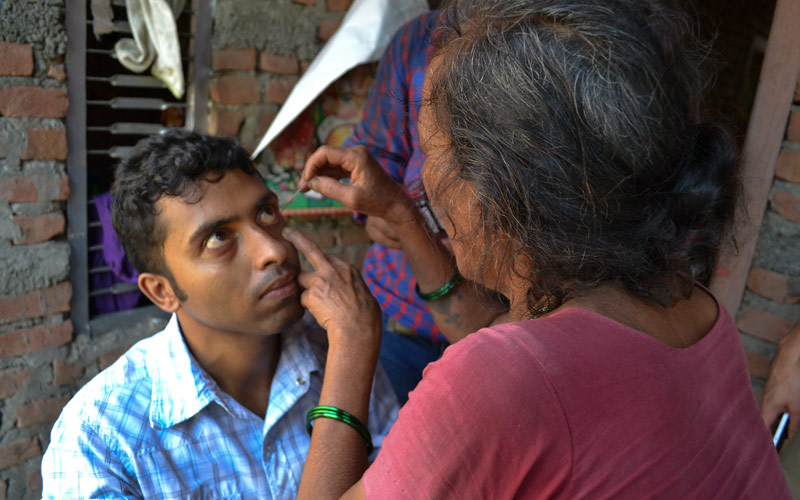 A community health volunteer practises applying fluorescein to detect corneal abrasions. NEPAL. Credit: Jessica Kim