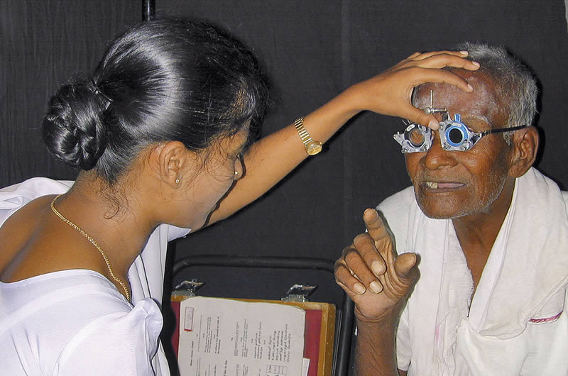 Trained staff refract the patient. INDIA © Aravind Eye Hospitals.